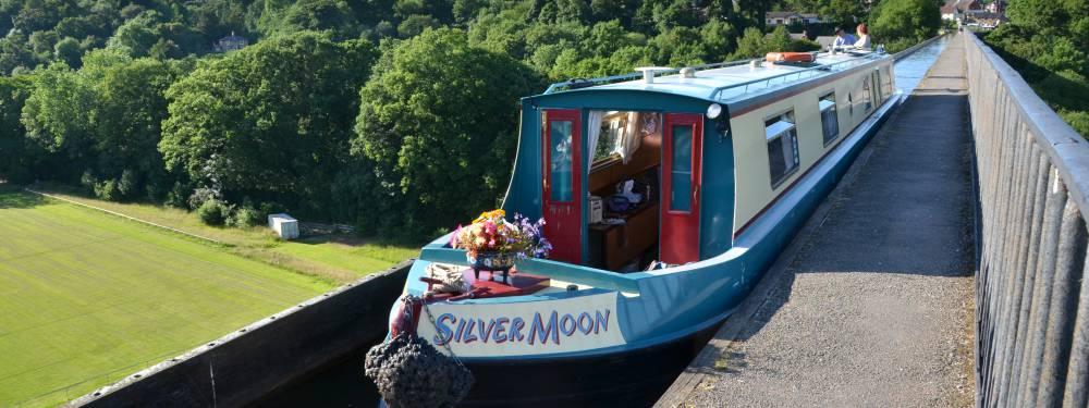 https://cheshirecatnarrowboats.co.uk/